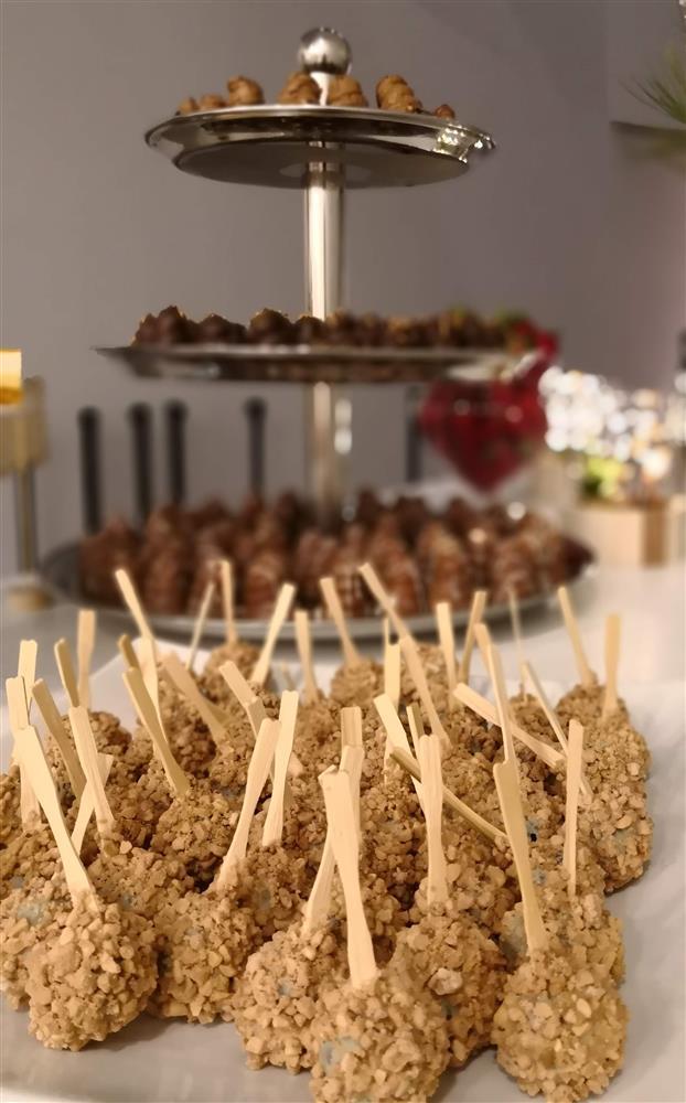 סוכריות שוקולד על בר מתוקים